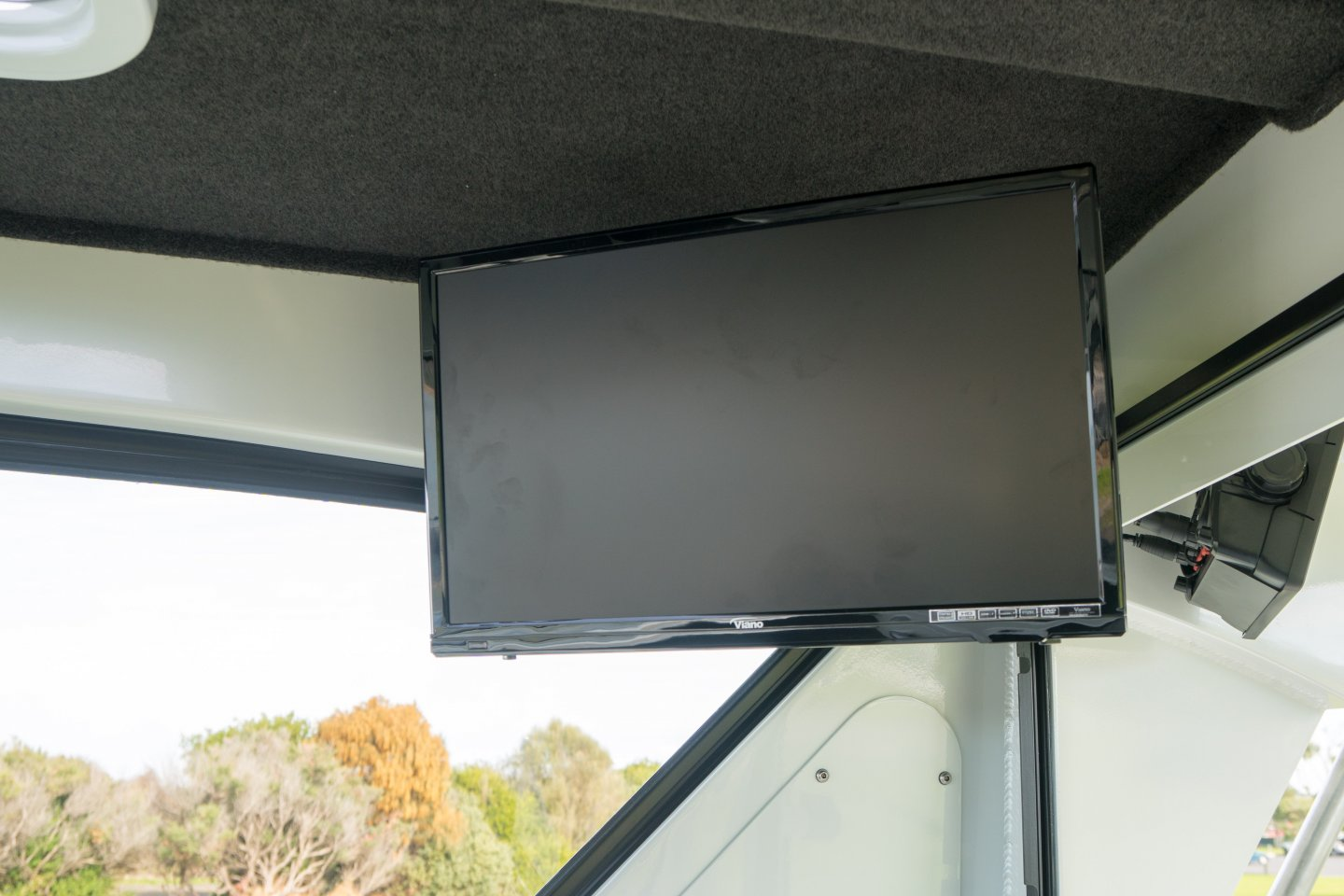 plate boat tv