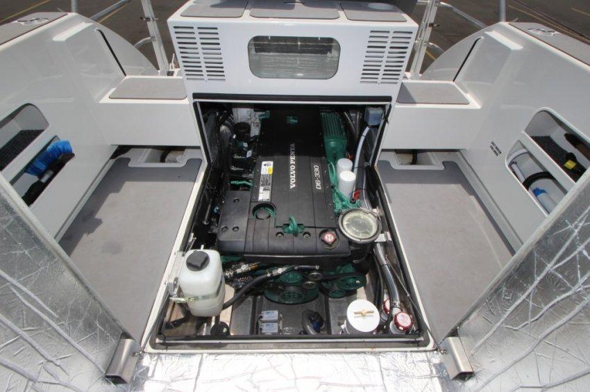 Extreme 985 Game King Volvo D6 turbo-diesel